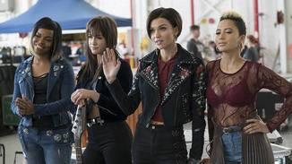 Calamity (Ruby Rose, 2.v.r.) und ihre Band waren für die Bellas eine starke Konkurrenz.