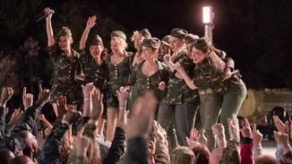 """In """"Pitch Perfect 3"""" heizen die Bellas den US-Truppen, die in Europa stationiert sind, ein."""