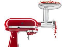 Selbst als Fleischwolf kann die Küchenmaschine mit dem entsprechenden Aufsatz verwendet werden.