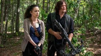Daryl und Rosita bilden die Vorhut.