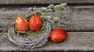 Wer zu Ostern Freude verbreiten will, verschickt einen netten Gruß per WhatsApp.