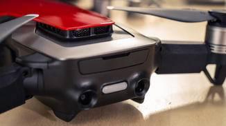 Neu sind die rückwärtigen Sensoren, die gibt es weder bei der Spark noch bei der Pro.