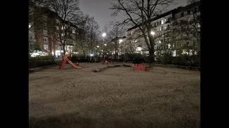 Der Nachtmodus fängt mehr Licht ein, trotzdem wirken Fotos oft recht trostlos und detailarm.