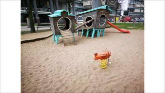 Die KI des P20 Pro hält diesen Spielplatz für einen Strand – treffend genug.