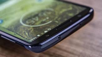 Der Nano-SIM-Kartenslot ist oben angebracht.
