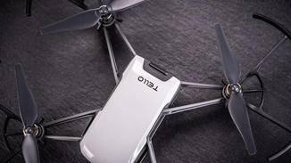 Inklusive Akku und Propellerschutz wiegt die Drohne nur etwas mehr als 80 Gramm.