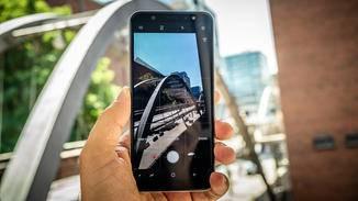 Das Galaxy A6 Plus (2018) bietet einen Live-Fokus-Modus...