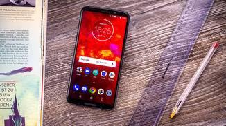 Optisch orientiert sich das Z3 Play an der allgemeinen Motorola-Design-Philosophie.