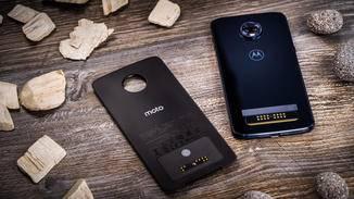 Ein Akku-Mod liegt dem Smartphone schon bei.