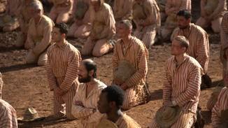 Die Häftlinge sind den Wärtern und dem Klima ausgeliefert.