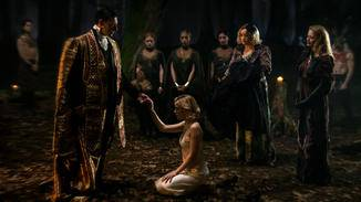 Eine dunkle Taufe soll ihr Schicksal besiegeln.