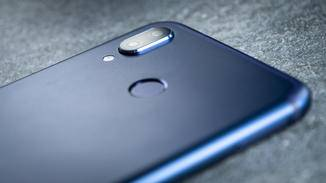 Der Body des Smartphones besteht aus Aluminium.