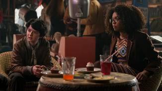 Sabrinas Freundinnen Susie und Rosalind wissen nichts von ihrem Doppelleben.