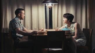 Neil Armstrong (Ryan Gosling) findet Halt in seiner Ehefrau Janet (Claire Foy).
