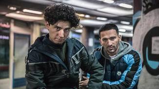 Zeki (links) ging für Toni in den Knast – und fordert nun Anerkennung dafür.