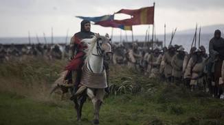 Billy Howle ist als Edward, Prince of Wales, zu sehen – und macht Robert the Bruce das Leben wahrlich zur Hölle.