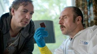 Didi (Olli Schulz, l.) und Schotty (Bjarne Mädel, r.) diskutieren die Wissenschaft hinter Filzgleitern.