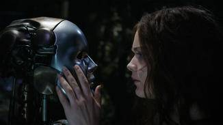 Hester Shaw (Hera Hilmar) und ihr roboterartiges Alter Ego.