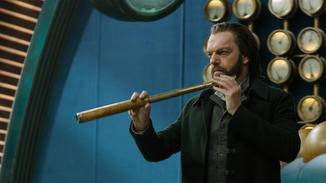 """Hugo Weaving, bekannt aus """"Matrix"""" und """"Der Herr der Ringe"""", spielt in """"Mortal Engines"""" den mächtigen Thaddeus Valentine."""