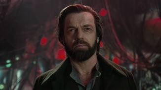 Das wahre Gesicht des ehemaligen Historikers zeigt sich erst im Laufe des Films.