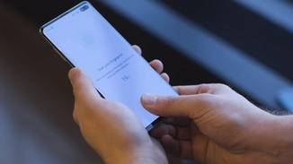 Das Galaxy S10 hat einen Ultraschall-Fingerabdrucksensor verbaut.