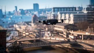 Allerdings besitzt die Drohne keine Hinderniserkennung.
