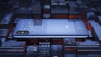 Das Xiaomi Mi 8 ist mit seiner transparenten Rückseite ein echter Hingucker.