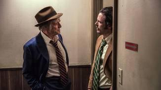 Ein Zufallstreffen mit Polizist John Hunt (Casey Affleck) bringt ihn nicht aus der Ruhe.