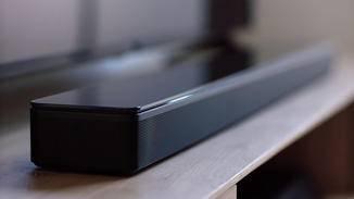 Vergleichbar ist die Bose Soundbar 700.