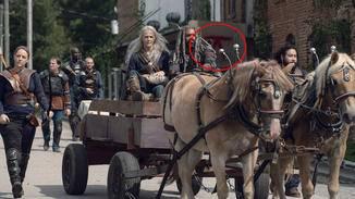 """In Episode 11, """"Damit leben"""", ist das Symbol der Highwaymen bereits an mehreren Stellen zu bewundern."""