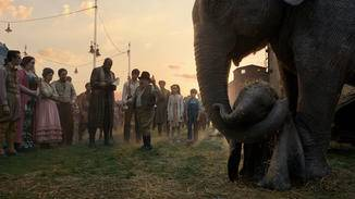 Dumbo wird grausam von seiner Mutter getrennt.