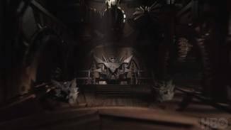 Ein Blick unter Königsmund mitsamt der alten Drachenschädel.