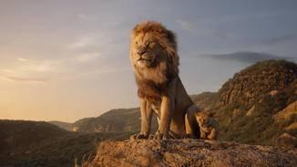 Mufasa zeigt seinem Sohn das Geweihte Land.
