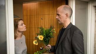 Blumen für die Liebste? Bei Anne (Annette Frier) muss sich Erik (Christoph Maria Herbst) mehr ins Zeug legen.