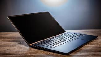Das ZenBook 14 wiegt kaum mehr als 1 Kilogramm ...