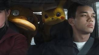 ... und sitzt dennoch plötzlich mit Enton und Pikachu im Auto.