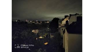 Der Nachtmodus macht das Bild etwas heller, aber es verwackelt und verrauscht.