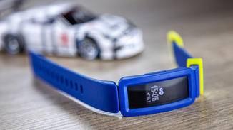 Das Touch-Display zeigt Schritte, Uhrzeit und Co. an.