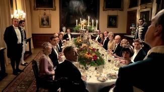 Zu ihren Ehren gibt es ein prunkvolles Dinner.