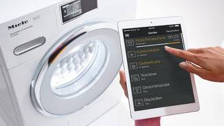 Viele Waschmaschinen lassen sich bereit per App steuern.