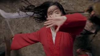 Wenn Mulan locker über mehrere Feinde hinwegwirbelt ...