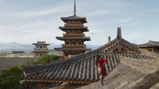 Hoch über den Dächern jagt Mulan Bori Khans Falken nach.