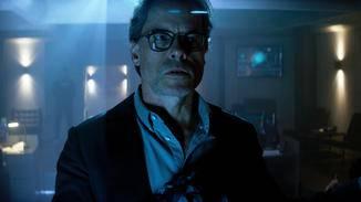Dr. Emil Harting (Guy Pearce) liebt es, andere Menschen zu modifizieren.