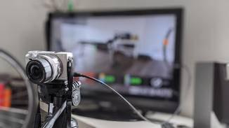 Dann verbinde Deine Kamera mit einem Fernseher/Monitor.