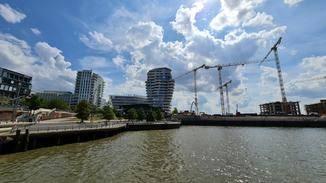 Foto des Marco-Polo-Towers mit Ultraweitwinkel-Optik....