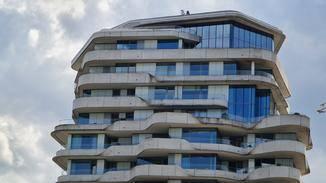 Die fünffache Vergrößerung offenbart unschöne Verfärbungen an der Außenfassade...
