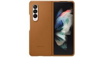 Galaxy-Z-Fold-3-cover-braun