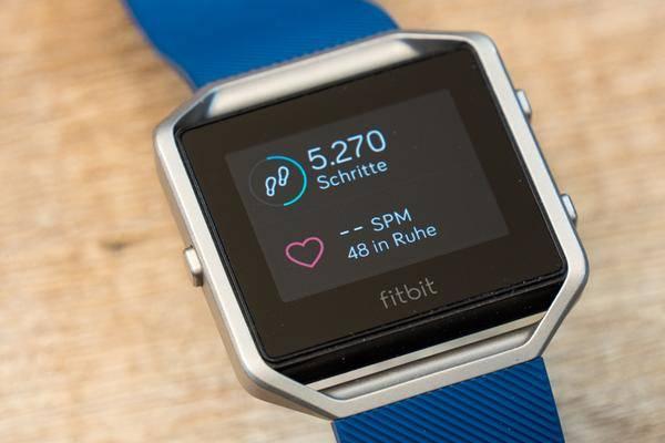 fitbit smartwatch soll noch vor weihnachten auf den markt. Black Bedroom Furniture Sets. Home Design Ideas