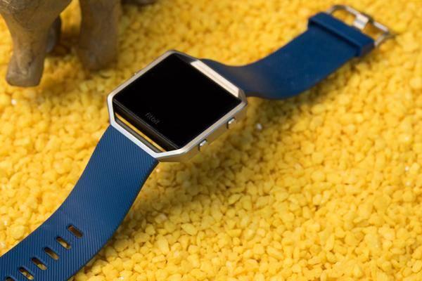 fitbit smartwatch versp tet sich daf r kommen auch kopfh rer. Black Bedroom Furniture Sets. Home Design Ideas