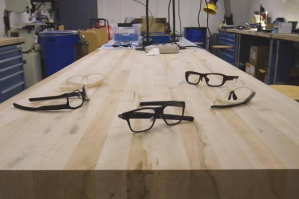 intel arbeitet an smarter brille mit head up display. Black Bedroom Furniture Sets. Home Design Ideas